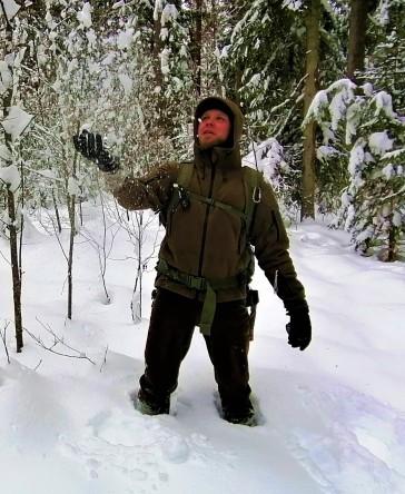 MIKK LIND (retkejuht) - (retkejuht) - Looduses olemisel on mitmeid tahke. Minu lemmik on tahk, kus valitud matkarajal tegelikult rada ei olegi - on vanad maha kukkunud puud, kraavid, raiesmikud, võsa.See ongi minu rada! Minu taustaks on töö Kaitseliidus, loodusgiidi töö nii eestlaste kui ka välismaalastega ning üle kõige armastan teemasid metsas hakkamasaamisest.